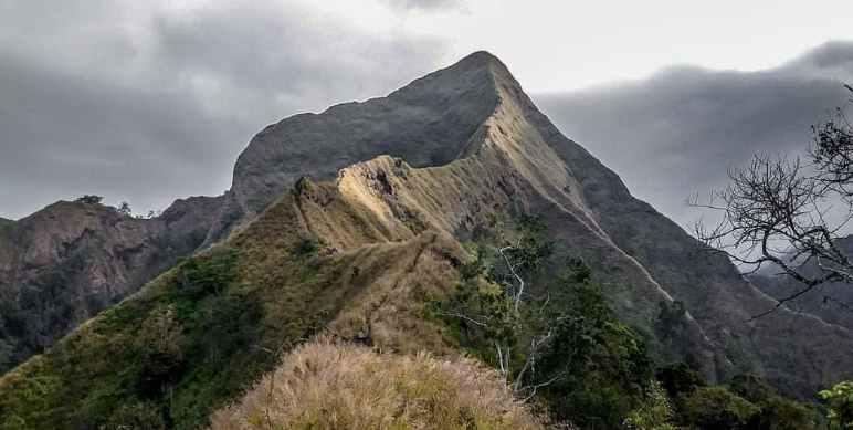 Larangan Mendaki Gunung
