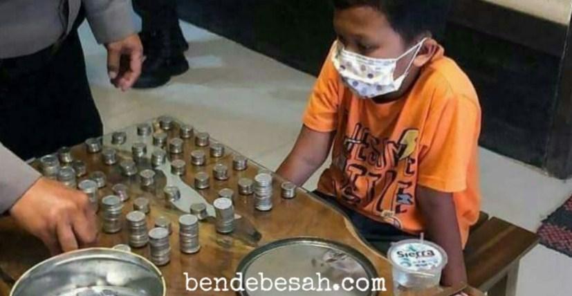 Bocah sumbangkan koin untuk APD